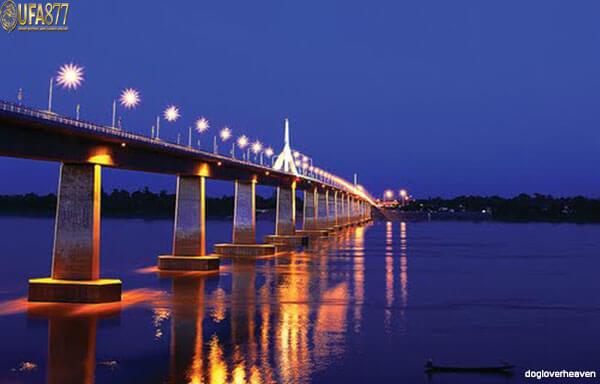 สะพานมิตรภาพไทย – ลาวแห่งแรก